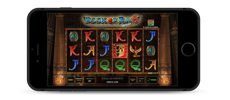 Telefonino che mostra il download Book of Ra 6 su telefonino, con il gioco in sfondo.