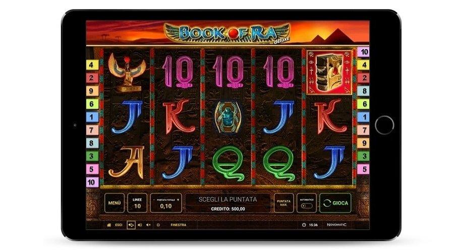 Foto che rappresenta la schermata del gioco Book of Ra deluxe, con alcuni simboli colorati.